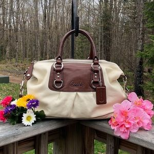 COACH LEATHER Handbag /Shoulder Tote. NEW!! WOW!